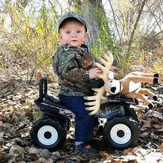Baby hoyt would do this because of his daddy! Boy Pictures, Newborn Pictures, Baby Photos, Hunting Baby Pictures, Cute Kids, Cute Babies, Birthday Pictures, Baby Time, Baby Fever