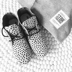 Maruti shoes with dots print (Photo: Arja van Garderen).