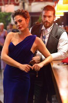Early Bird Part Kleidung Demet Özdemir Sanem Elbise Turkish Women Beautiful, Turkish Men, Turkish Fashion, Turkish Beauty, Beautiful Girl Image, Turkish Actors, Gorgeous Men, Cute Love Couple, Beautiful Couple