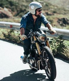 📷 by @_anapina_ #motorcycle #bike #custom #ride #instamoto #stocksucks #builtnotbought #kustom #kulture #in_motors_we_trust #caferacer #bratstyle #scrambler