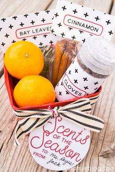 Make this cute Simmering Potpourri Holiday Gift in less than 15 minutes with only a few inexpensive supplies. Include free labels and tags! Holiday Fun, Holiday Gifts, Christmas Holidays, Holiday Ideas, Christmas Ideas, Christmas Stuff, Christmas Decorations, Simmering Potpourri, Gift Labels