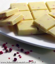 Weiße Schokolade mit Orange und rosa Pfefferbeeren
