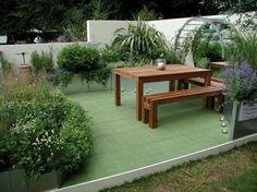 terrassenbelag rasenteppich fliesen gras bepflanzung außenbereich holz