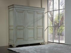 Armoire 3 portes Anne-Lise réalisée en Merisier Massif de style Louis Philippe GRIS PATINE ET USE