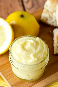 Lemon Butter Recipe - Sweet and tangy Lemon Butter goes perfectly on your favorite roll, biscuit, or scone for a refreshing and yummy treat. Make it in just 10 minutes with 5 ingredients! Easy compound butter recipe makes a great DIY gift idea too! Flavored Butter, Homemade Butter, Butter Recipe, Sweet Butter, Honey Butter, Compound Butter, Butter Spread, Lemon Recipes, Lemon Curd Recipe