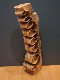 Rectas, curvas, espirales,... todas retorcidas: la geometría escultórica de Xavier Puente Vilardell. | Matemolivares