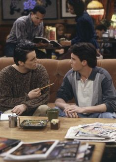 Matt LeBlanc and Matthew Perry Friends Scenes, Friends Episodes, Friends Moments, Friends Show, Friends Forever, Chandler Friends, Serie Friends, Matt Leblanc, Joey Tribbiani