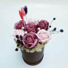 Aranjament cu licheni si trandafiri de sapun