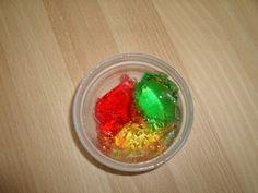 Projekt Farben: dazu gehört Wackelpudding in verschiedenen Farben zubereiten!