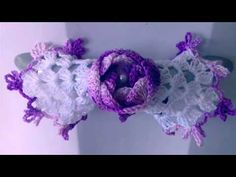 COMO GANHAR DINHEIRO COM CROCHÊ? VENHA APRENDER FAZER FLORES EM CROCHÊ COM CRISTINA COELHO ALVES. - YouTube Crochet Leaves, Crochet Flowers, Crochet Flower Tutorial, Crochet Kitchen, Crochet Videos, Crochet For Beginners, Flower Making, Crochet Clothes, Girl Room