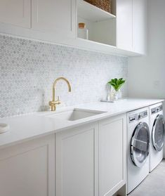 [LOVIN A LAUNDRY] We currently have a dank, dusty, small excuse for a laundry. Laundry Room Cabinets, Laundry Room Organization, Laundry In Bathroom, Laundry Area, Laundry Room Design, Kitchen Design, Kitchen Ideas, Celebrity Kitchens, Modern Laundry Rooms