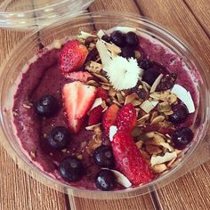How do you feed a house full of BossBabes? Take away smoothie bowls...