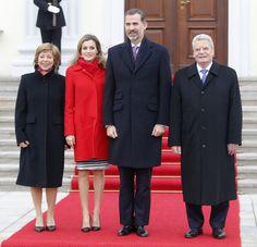 Los Reyes Don Felipe VI y Doña Letizia fueron recibidos por el Presidente de Alemania, Joachim Gauck y su pareja Daniela Schadt en el Castillo de Bellevue © Gtresonline 1/12/2014