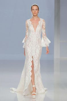 V-Neck Lace Wedding Dress with Front Slit and Ruffled Sleeves | Rosa Clará Spring 2018 | http://trib.al/v8e5YsD