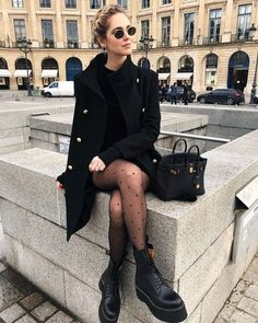 All black outfit / Street style fashion / fashion week week Black Women Fashion, Look Fashion, New Fashion, Trendy Fashion, Autumn Fashion, Womens Fashion, Fashion Trends, Feminine Fashion, Fashion 2017