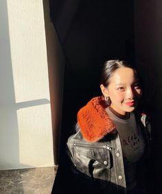 Black Joker, Kpop Outfits, Chanel Boy Bag, Kpop Girls, Korean Girl, Korean Fashion, Fashion Backpack, My Photos, Fandom