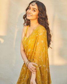 Shraddha Kapoor Saree, Shraddha Kapoor Instagram, Bollywood Fashion, Bollywood Actress, Bollywood Outfits, Bollywood Hairstyles, Bollywood Girls, Bollywood Celebrities, Indian Dresses