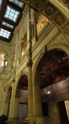 Interior de l'Ajuntament de Barcelona