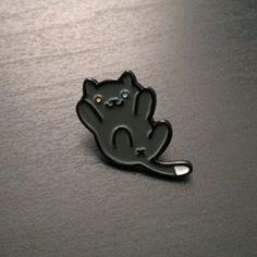 "Neko Atsume 1"" soft enamel Pepper pin. Comes on a yard themed backing card    //Pinned on @benitathediva, LifeSTYLE Blog"