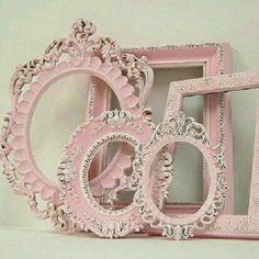 Coisa de chiquérrima: Decoração impecável! #chic Que tal utilizar molduras para decorar sua casa? #molduras #rosa