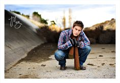 Guys senior picture outfit and pose ideas,. Track Senior Pictures, Basketball Senior Pictures, Senior Picture Props, Senior Picture Makeup, Country Senior Pictures, Senior Pictures Sports, Senior Picture Outfits, Senior Photos, Photography Poses For Men