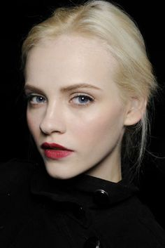 beautifully stained lips are gorgeous with a nude eye