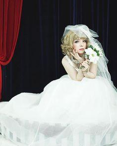 脳内音楽は東京事変のキラーチューン💿✨ ウェディング衣装とヘアメイク・記念撮影は大阪のDaliさんがオススメ👯💕 #wedding #photo #hairmake #Dali #dali #dalihairdesign #ダリ #ダリヘアデザイン #ウェディング #記念撮影 #結婚 #ウェディングドレス