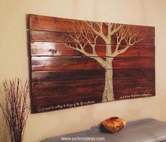 And this could be something far better than a conventional wall scenery, this is a wooden pallet recycled wall scenery or wall art object. This pretends to be a scenery with an amazing and fine drawing of a tree in autumn, this is an attention seeker.