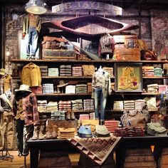 rough lumber shelves, focal points at top, tons of mech space on walls and not taking up floor space. Market Displays, Store Displays, Denim Display, Fashion Retail Interior, Timberland Store, Store Layout, Creative Box, Visual Display, Merchandising Displays
