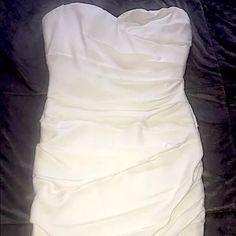 BCBG MAX AZRIA SIZE 8 WHITE STRAPLESS RUCHED DRESS BCBG MAX AZRIA SIZE 8 WHITE STRAPLESS ABOVE KNEE RUCHED DRESS---NEW WITHOUT TAGS! BCBGMaxAzria Dresses Mini