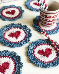 I missed Flag Day so I'll just leave a little right here. Crochet Home, Love Crochet, Crochet Gifts, Crochet Flowers, Knit Crochet, Crochet Square Patterns, Crochet Stitches, Crochet Mask, Knitted Heart