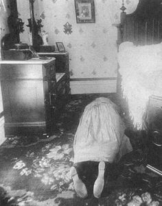 Abby Borden hacked to death, the home is now a bed and breakfast.