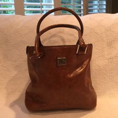 ANNE KLEIN BAG ANNE KLEIN BAG BROWN WITH GOLD HARDWARE. MINT. USED JUST ONCE. NO SCRATCHES, STAINS, OR RIPS PERFECT Anne Klein Bags Satchels