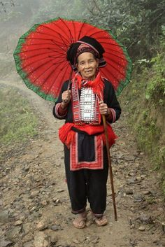 vietnamese embroidery   Rentlaw-snellac-Red-Dao-Vietnam