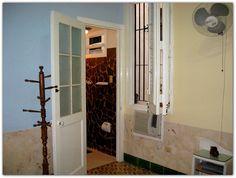 Entrada a uno de los baños de las habitaciones. Cuba, Colonial, Tall Cabinet Storage, Furniture, Home Decor, Havana, Entryway, Decoration Home, Room Decor