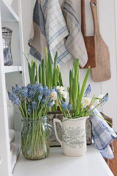 VIBEKE DESIGN: Tasteful spring flowers!