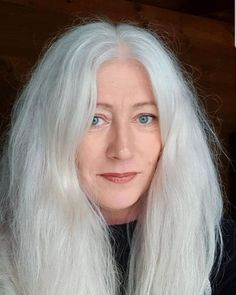 25 Women who said goodbye to the dye to show off their natural gray hair Grey Hair Young, Short Grey Hair, Delaware, Wigs For Cancer Patients, Dying My Hair, Silver Grey Hair, Natural Hair Styles, Long Hair Styles, Hair Again