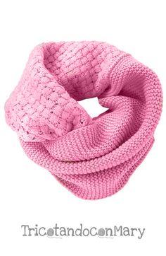 Acogedora bufanda circular rosa tejida a dos agujas y en croché \u2022 Circular knitted pink scarf
