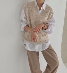 Vest Outfits For Women, Mode Outfits, Cute Casual Outfits, Retro Outfits, Fashion Outfits, Clothes For Women, Fashion Vest, Muslim Fashion, Sweater Vest Outfit