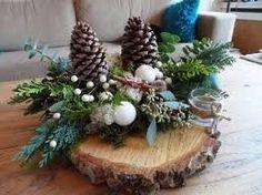 Bilderesultat for kerststukken modern Christmas Wood, Simple Christmas, Christmas Time, Christmas Wreaths, Christmas Ornaments, Winter Christmas, Christmas Tablescapes, Christmas Centerpieces, Xmas Decorations