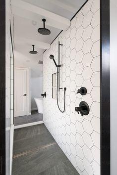 Bathroom renovation with a walkthrough shower with 2 rain heads – Bathroom Inspiration Master Bathroom Shower, Upstairs Bathrooms, Master Bathrooms, Minimal Bathroom, Boho Bathroom, Shower Rooms, Bathroom Scales, Luxurious Bathrooms, Master Bathroom Layout