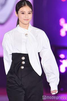 Asian Model Girl, Japanese Characters, Ruffle Blouse, Cute, Beauty, Beautiful, Tops, Women, Park