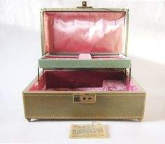 Vintage Mele Musical Jewelry Box - Moss Green and Pink Jewelry Box. $22.00, via Etsy.