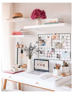 Study Room Decor, Room Ideas Bedroom, Bedroom Desk, Bedroom Furniture, Office Furniture, Work Desk Decor, Cute Desk Decor, Furniture Layout, Diy Bedroom