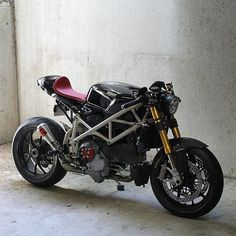 forthefreshkids - Ducati 1098 Cafe Racer by Nathan Stiles found on. Ducati Cafe Racer, Moto Ducati, Ducati Motorcycles, Cafe Bike, Cafe Racer Bikes, Cafe Racer Build, Moto Bike, Cafe Racer Motorcycle, Motorcycle Design