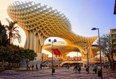 Metropol Parasol é a maior estrutura de madeira do mundo, localizada na praça La Encarnación, na zona antiga de Sevilha, Espanha. Foi projetada pelo arquiteto alemão Jürgen Mayer-Hermann e a sua construção terminou em abril de 2011. Tem 150 por 70 metros e uma altura aproximada de 26 metros.