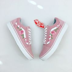 Custom Rose Applique Vans Vans Roses Womens Sneakers Embroidered... (350 BRL) ❤ liked on Polyvore featuring shoes, sneakers, pink, sneakers & athletic shoes, tie sneakers, women's shoes, tie shoes, embroidered sneakers, rose shoes and pink sneakers