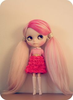 Blythe with cute pink hair