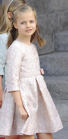 The new Princess of Asturias, Crown Princess Leonor attends her father's proclamation as King Felipe VI June 2014 Girls Party Dress, Baby Dress, Little Girl Dresses, Flower Girl Dresses, Hollywood Fashion, Hollywood Actresses, Spanish Royalty, Queen Letizia, Prince And Princess