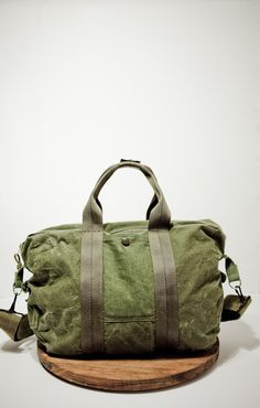 Etsy handmade army flight bag from Matt Hallenberger Canvas Leather, Leather Bag, My Bags, Purses And Bags, Fashion Bags, Mens Fashion, Duffle, Diy Handbag, Sunglasses Outlet